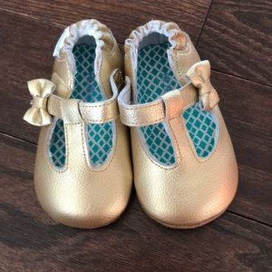 Robeez gold shoe size 3